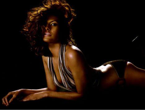Eva Mendes Vogue'a soyundu - 50